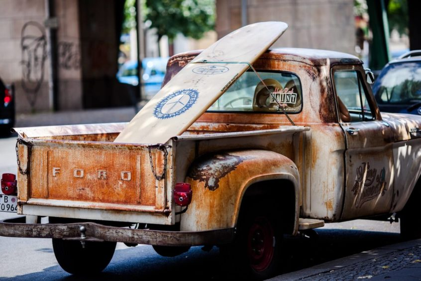 old rusty used ford car